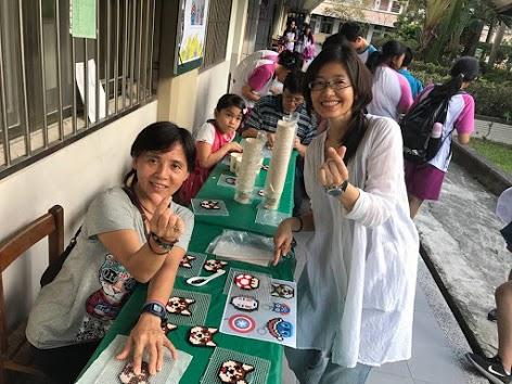 教師也以身作則,加入製作拼豆行列作公益。